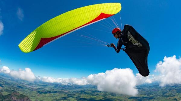 Gin BONANZA 2 vs Niviuk ARTIK 4 paraglider comparison