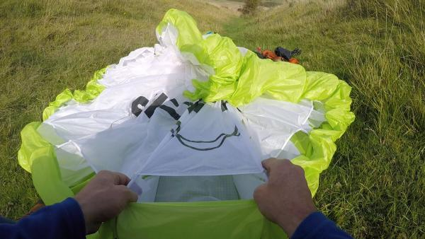 Compression Packing: Keep Your Paraglider Flat