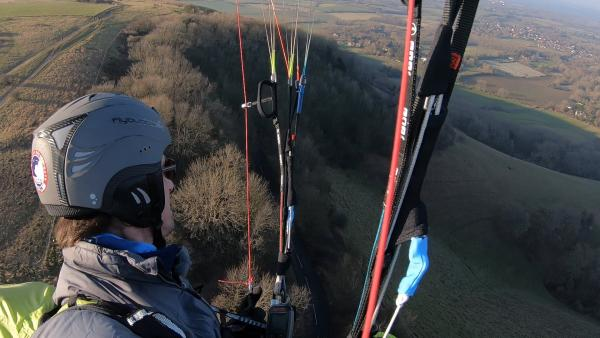 KEEP UP: Paragliding in light lift