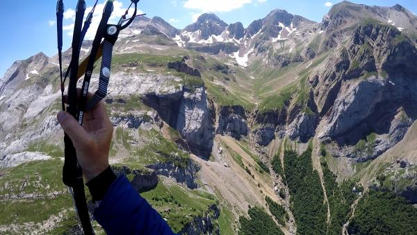 Paragliding safely in the mountains