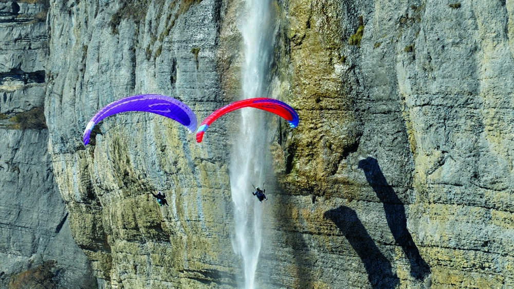 The EONA 2 is the ideal wing to quickly learn the art of paragliding in a safe and fun way.