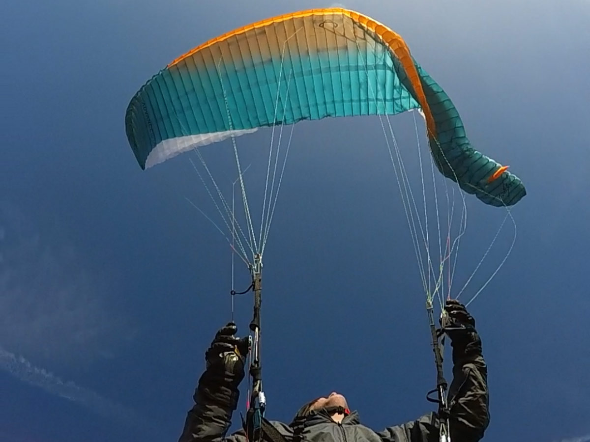 Asymmetric collapse on a paraglider