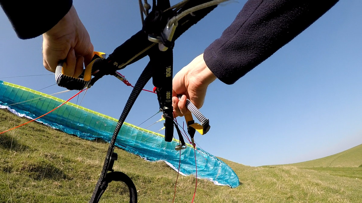 How to fix a cravatte on a paraglider: build a wall