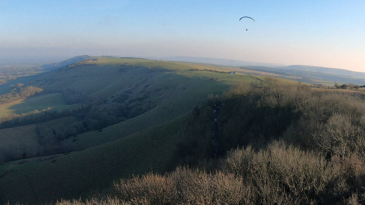 Paragliding in light lift: soaring or thermaling