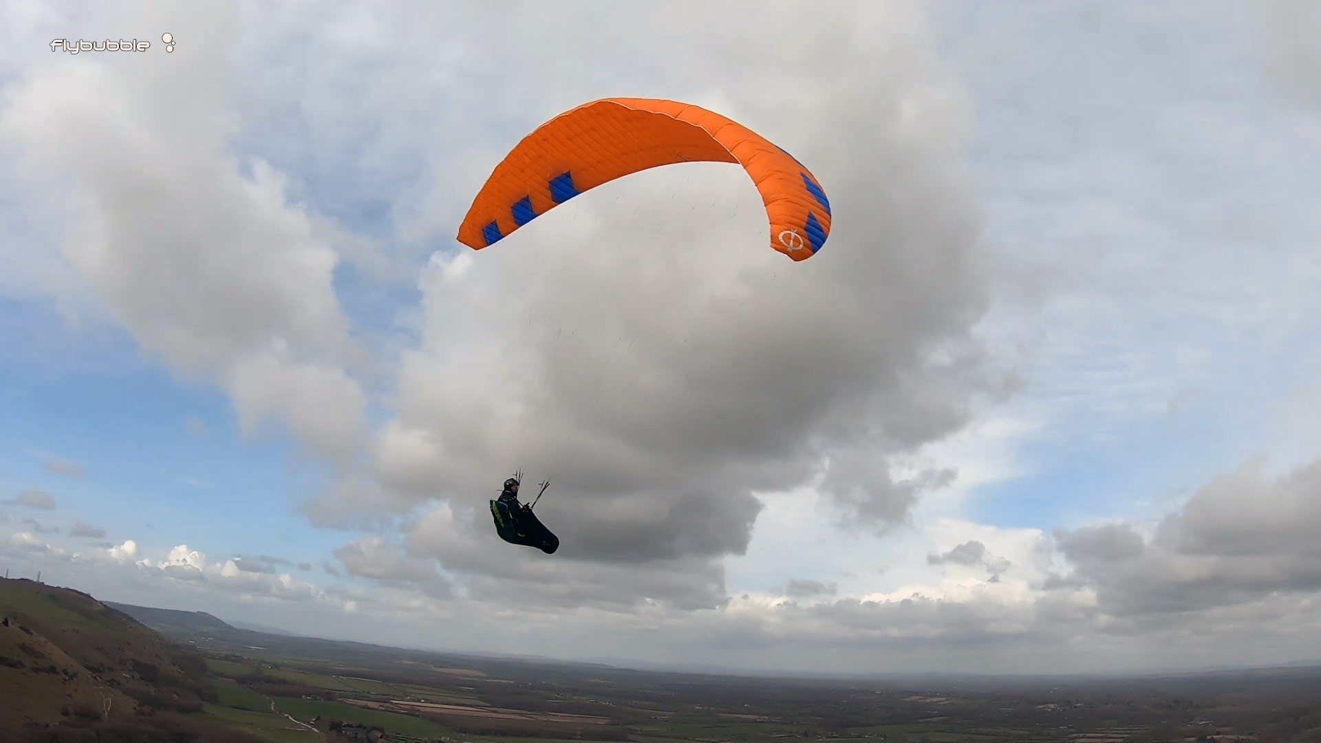 Phi MAESTRO paraglider review - banked