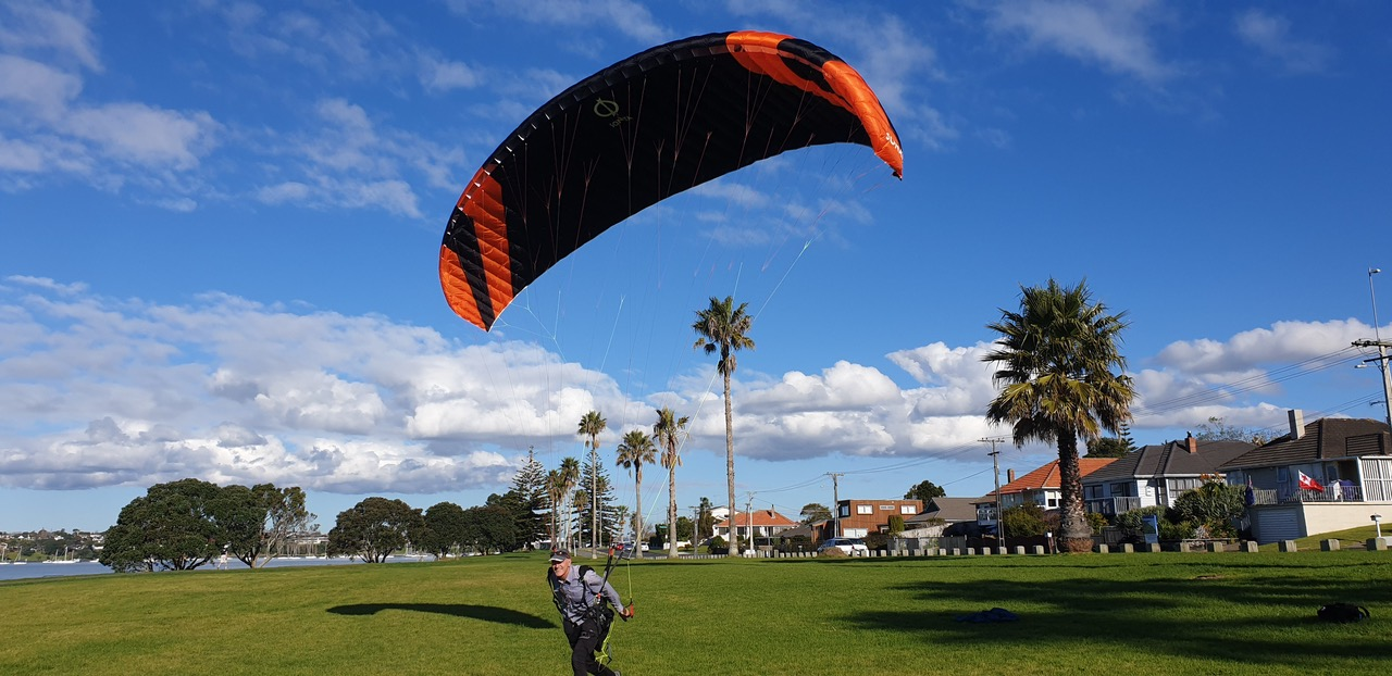 Phi SONATA 12 - Alan testing the wing in NZ