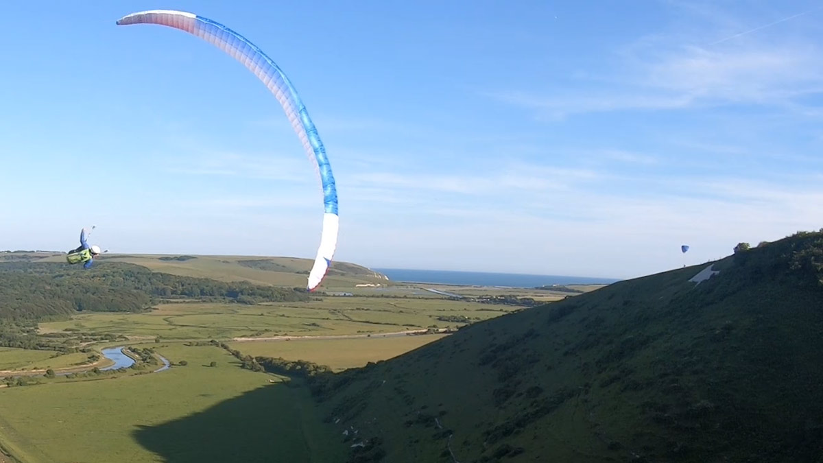Triple Seven Q-LIGHT paraglider review: banked