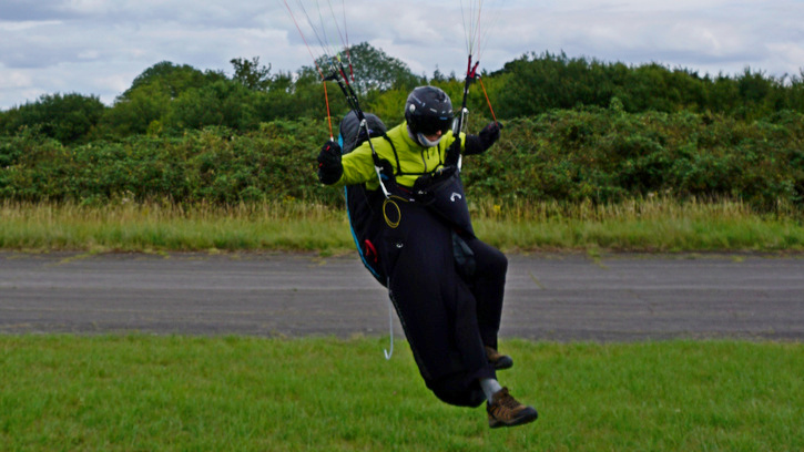 Carlo arrives in goal in his LIGHTNESS 2 on his winning flight for the 2015 UK PG XC League