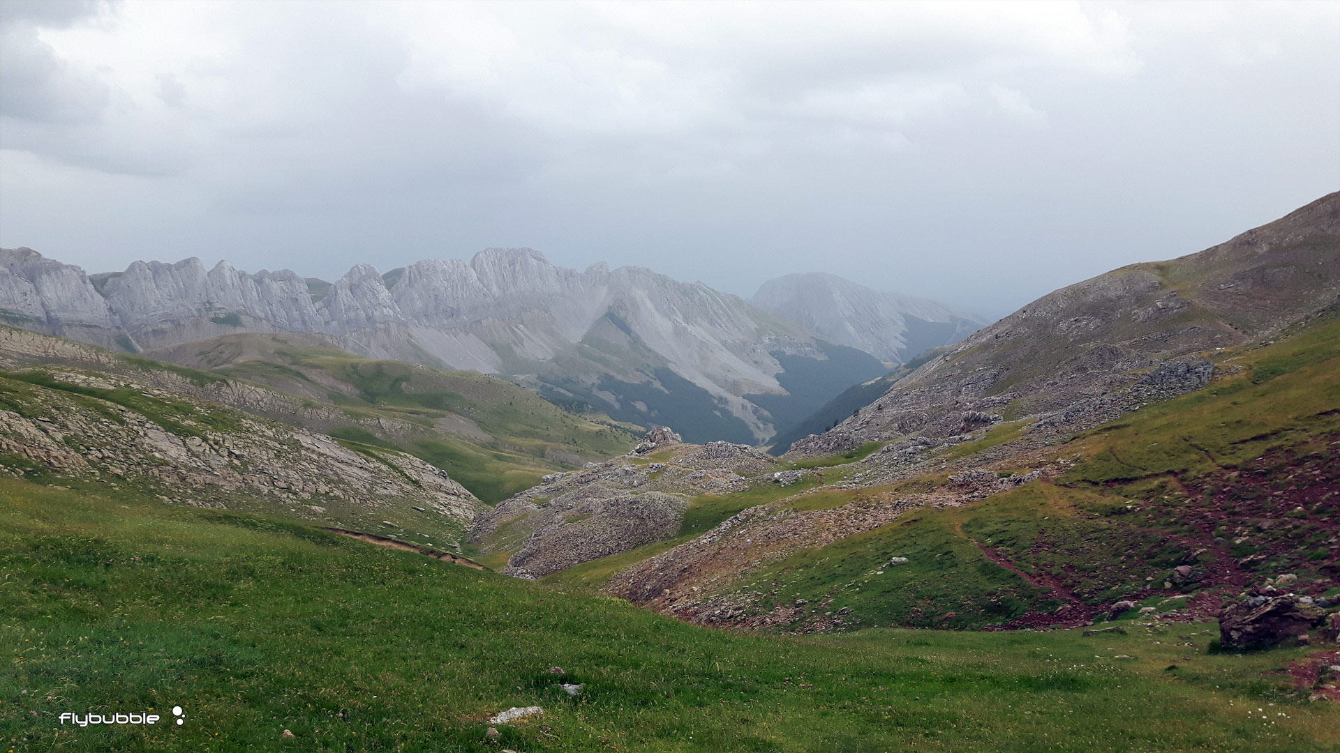 XPYR race: a hike ahead of the brooding clouds