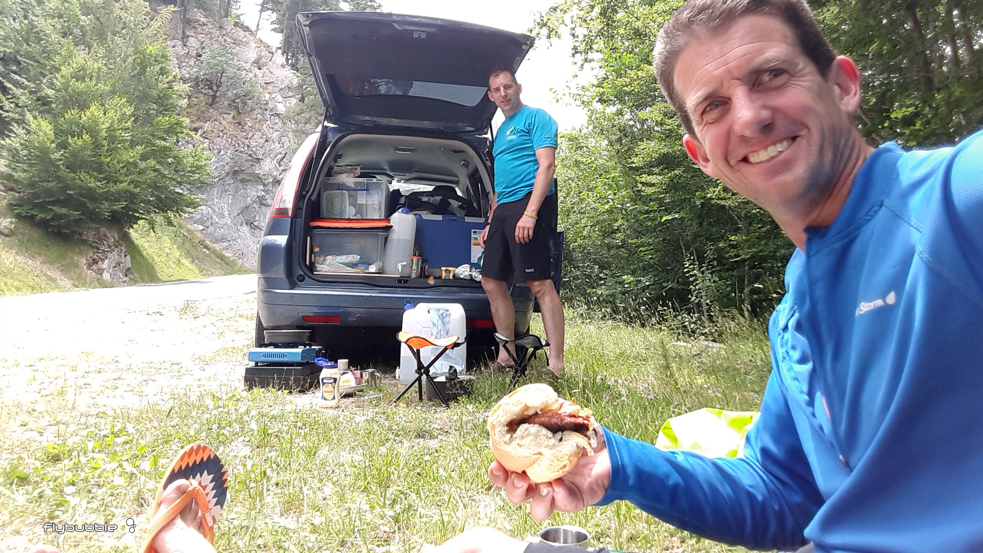 XPYR race: lunch stop